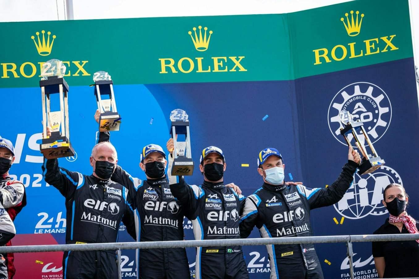 Alpine monte sur la troisieme marche du Podium aux 24 Heures du Mans 2021 3 scaled | Les 24h du mans d'Alpine Endurance Team en photos