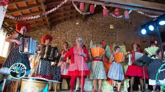 Danse de la brioche à La Grange de La Bréjolière Z'yvettes scène
