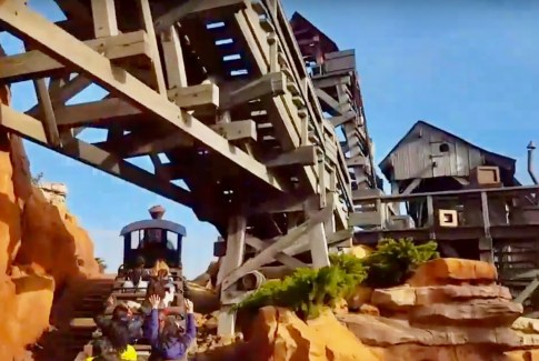 P'tit tour dans le train de la mine à Disneyland Paris - lesaventuresdejulie.com