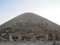 Le mont Nemrut au coucher du soleil