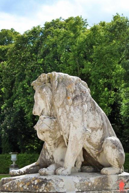 Sculpture-lions-Jardins-Vaux-le-Vicomte