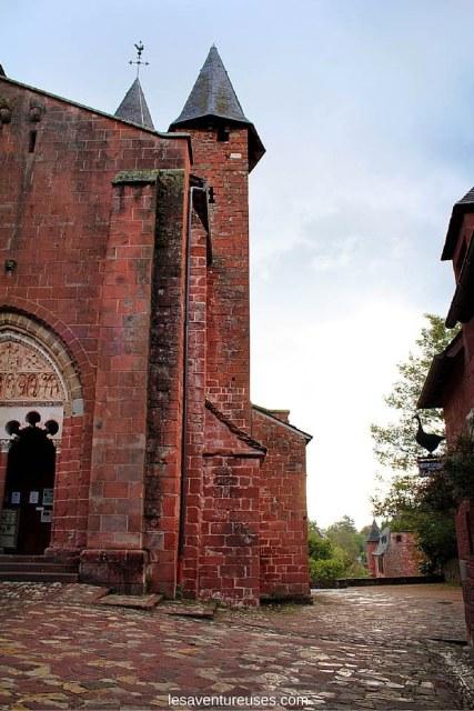 Collonges la Rouge - Vue l'église extérieur 1