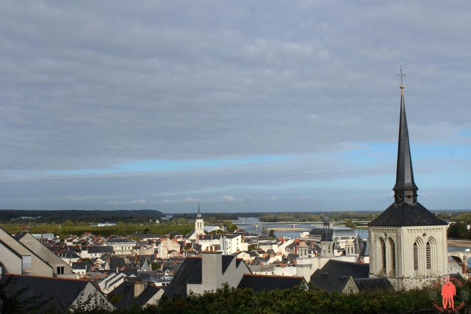 Visiter Saumur Vue sur la loire et le clocher