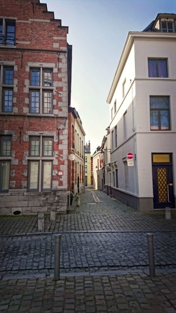 Rue Mons Belgique 2