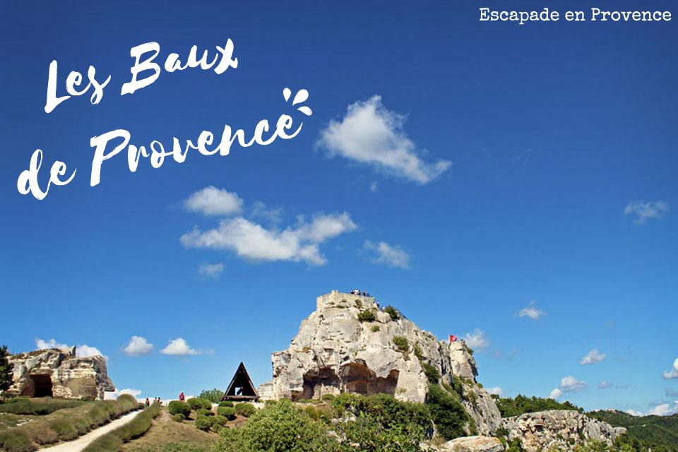 Les Baux de Provence - maison + rocher illustration