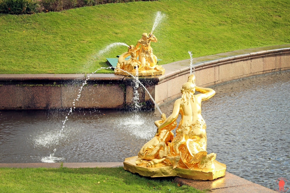 Palais de Peterhof-Fontaines-statues