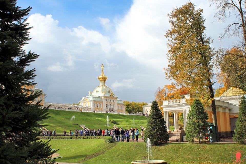 Palais-de-Peterhof-Grand-Palais-Eglise