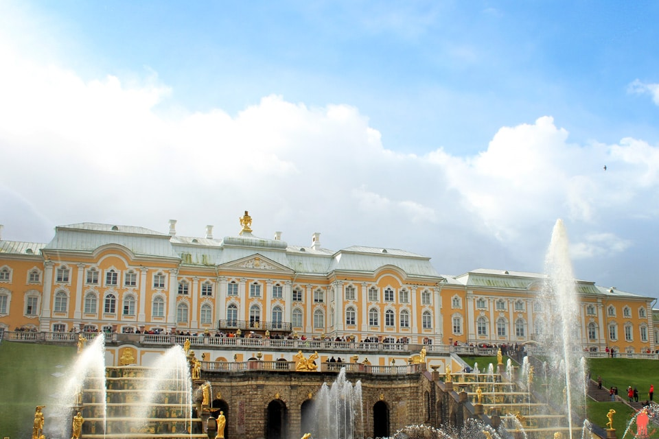 Palais-de-Peterhof---Grand-Palais