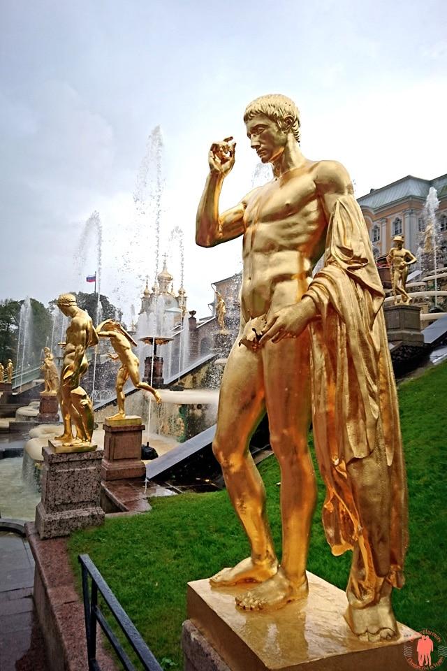 Palais de Peterhof-Statue-Homme-Or-Face