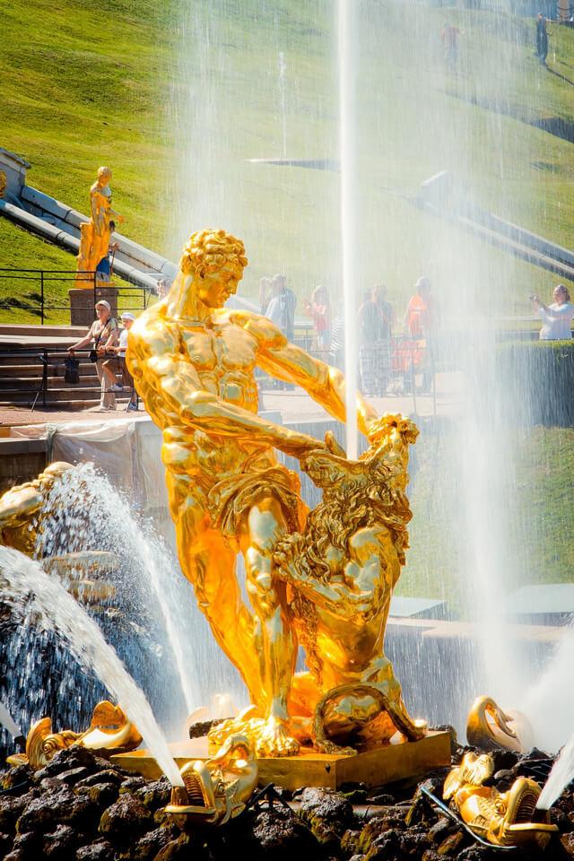 Palais de Peterhof - Statue de Samson Zoom