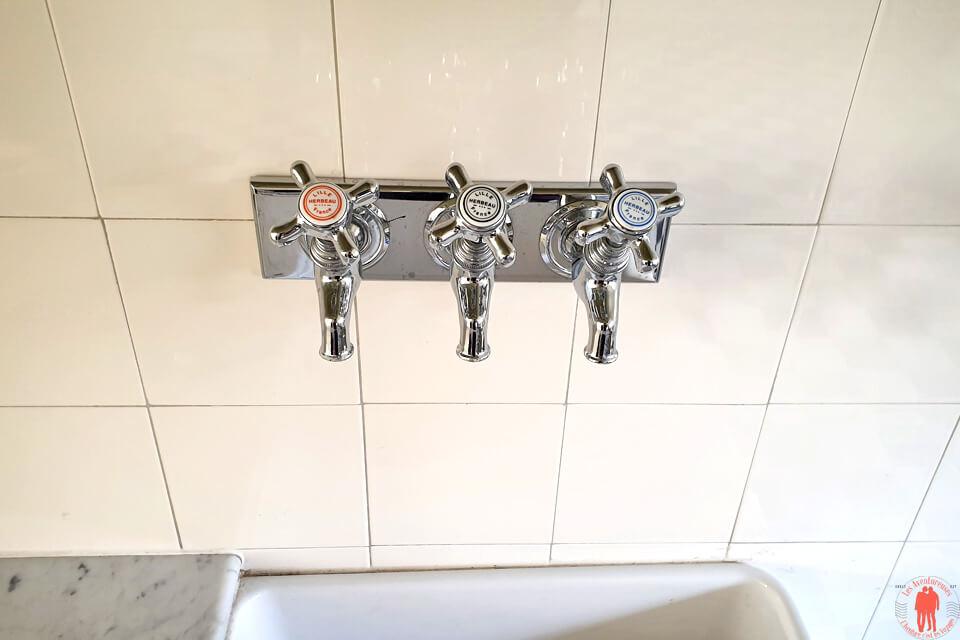 Trois robinets eau chaude, eau froide et eau adoucie Villa Cavrois Croix entre Roubaix et Tourcoing