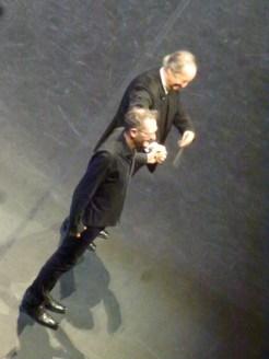 Un chorégraphe musicien et un chef danseur.