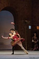 Natalia de Froberville (Kitri) et Norton Fantinel (Basilio). Photographie David Herrero. Courtesy Théâtre du Capitole.