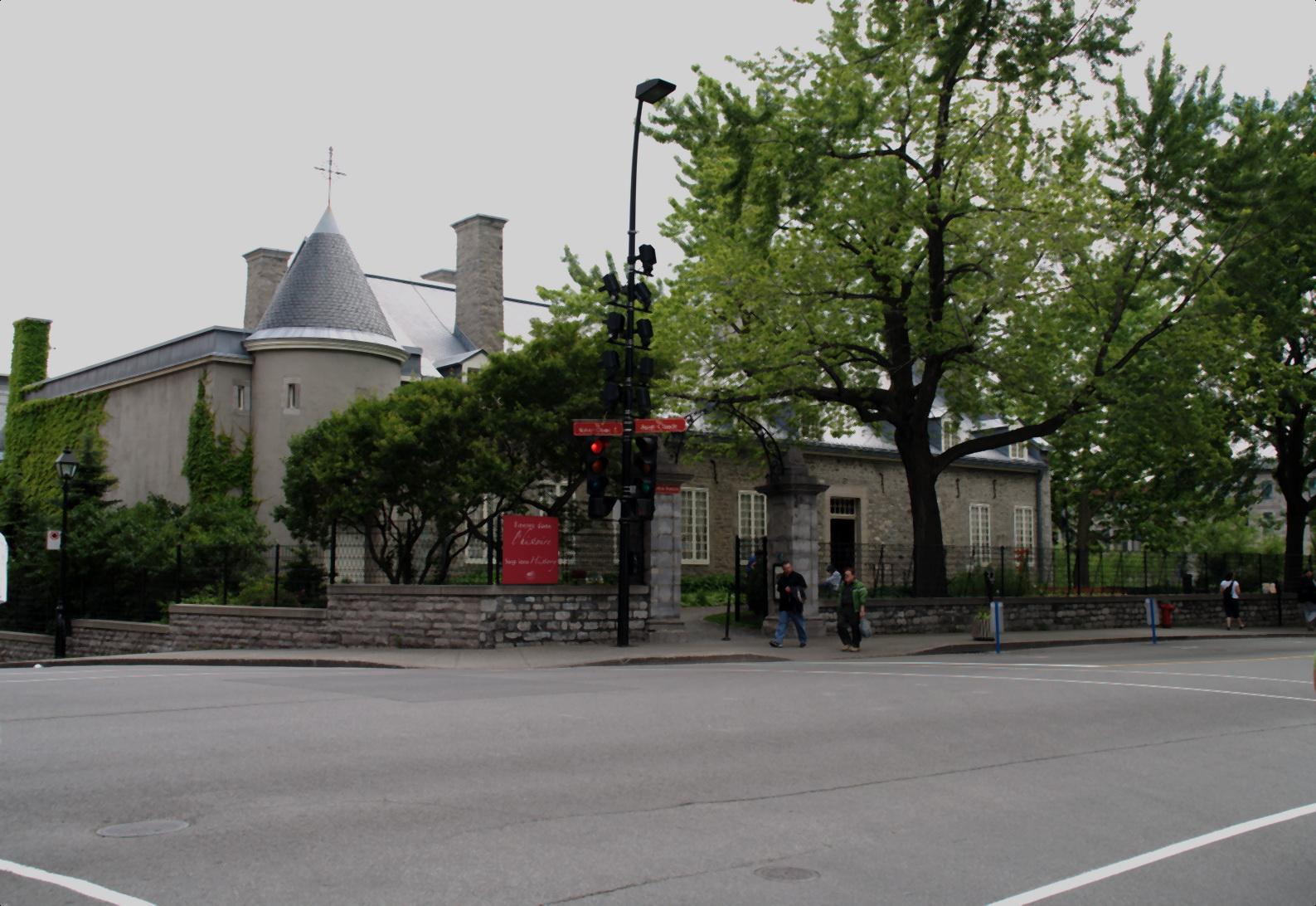 Derrière ces murs se cachent des trésors du patrimoine québécois