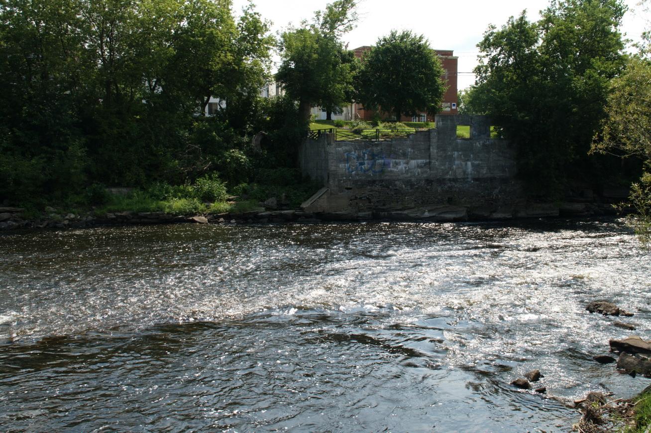 Sept rivières principales se jettent dans la rivière L'Assomption avant qu'elle se déverse dans le fleuve Saint-Laurent (Wikipedia)
