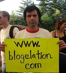 blogelation2006-kennyVspenny-kennyholdingsign