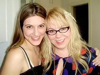 Kirsten Vangsness contó como conoció a su novia en «The Talk»