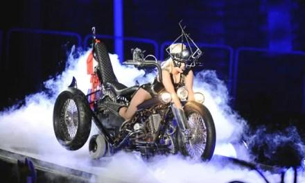 Lady Gaga leyó la carta de una fan lesbiana en pleno concierto en Vancouver