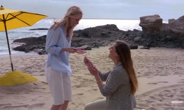 Esta chica le pidió matrimonio a su novia con ayuda de Absolut