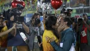 ¡Esta pareja lésbica se ha comprometido en los Juegos Olimpicos y ha sido genial!