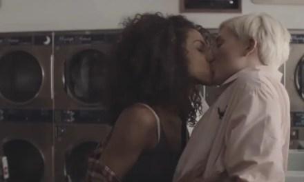 Ariana Grande estrena vídeo con toque lesbicanario