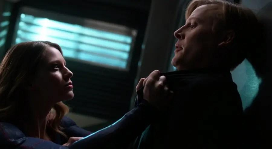 Kara amenaza a Rick