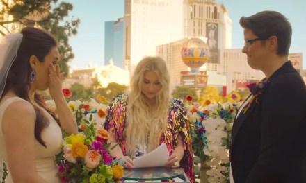"""Kesha casó una pareja lésbica en su nuevo vídeo clip: """"I Need A Woman To Love"""""""