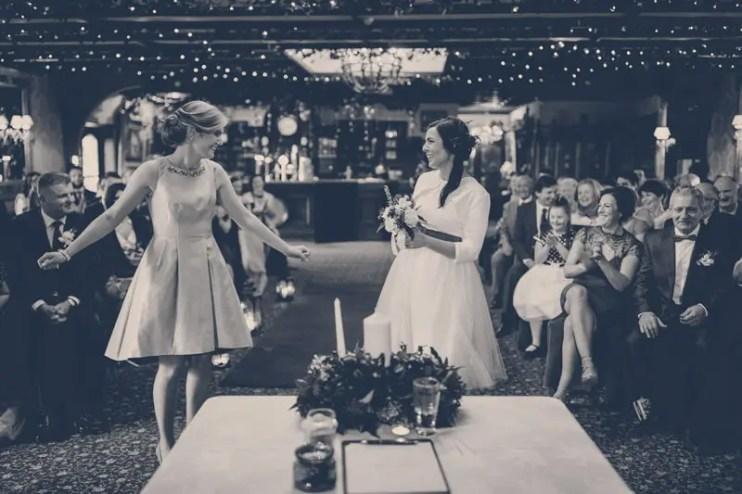 Kristine-y-Emer-boda-blanco-y-negro