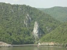 Visage taillé à même la pierre au niveau de l'Iron Gate.