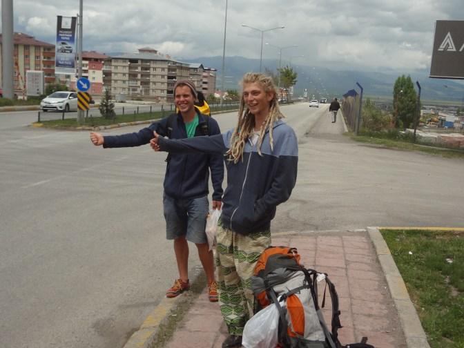On passe deux journées de stop en compagnie de Veit, qui a décidé de postposer l'Iran pour découvrir la Géorgie qu'on lui a si bien vendue.
