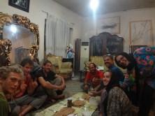 On mange à l'iranienne avec nos potes allemands et Angeline.