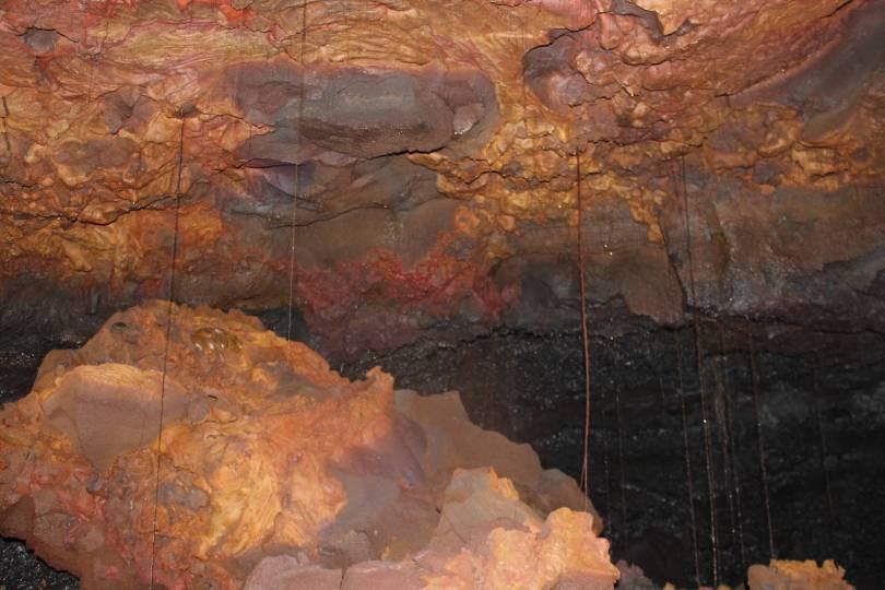 cavité dans tunnel de lave Réunion pris par Les Bons Plans de stef