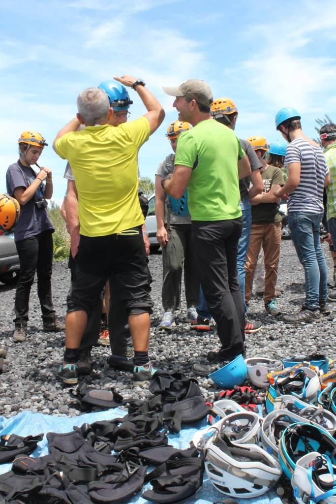 préparation à la visite guidée des tunnels de lave de la Réunion pris par Les Bons PLans de Stef