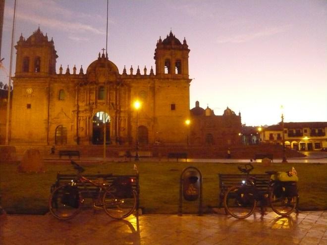 Cathédrale de Cusco au lever du jour