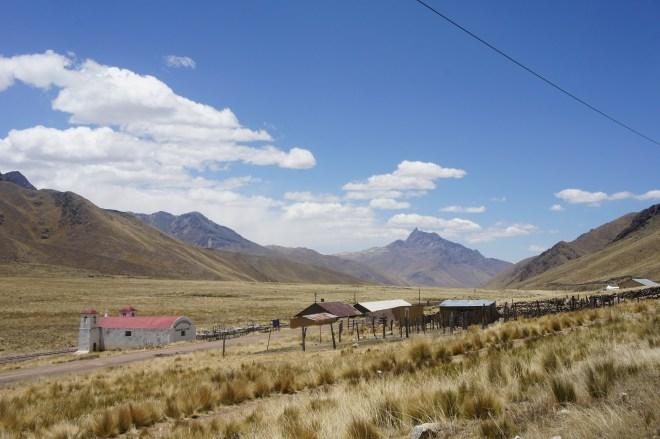 Petit village au col à 4200m