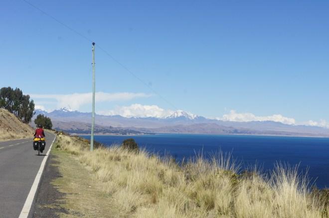 sur les bords du lac avec vue sur la cordillère royale