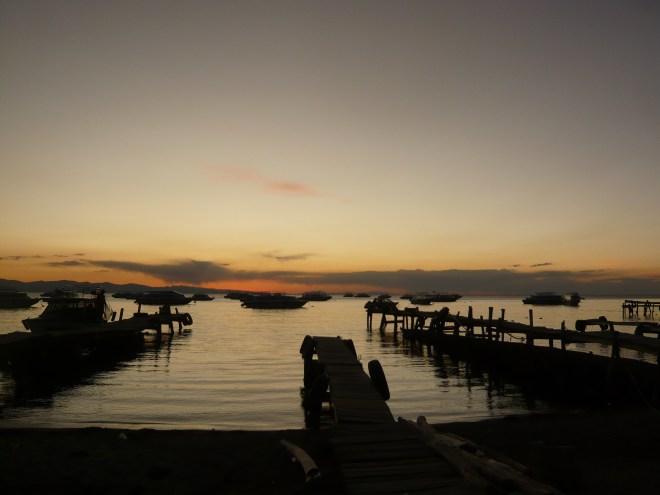 Coucher de soleil sur le lac Titicaca à Copacabana