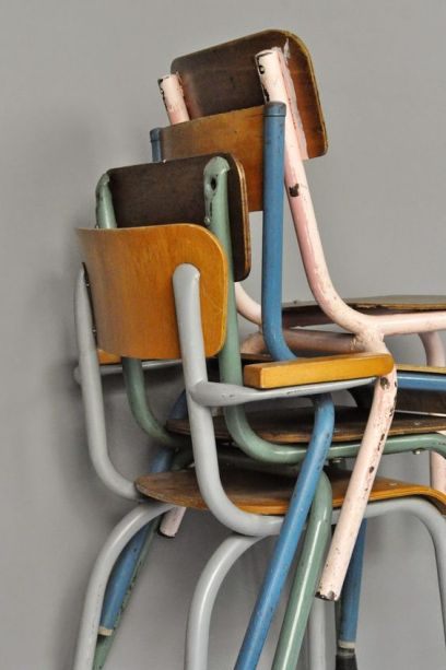 http://vide-grenier-dune-parisienne.blogspot.fr/search/label/Chaises%20&%20Tabourets