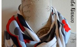 Tour de cou jersey blanc et motifs géométriques