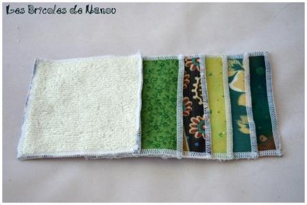 Lingettes démaquillantes et panier vert et beige