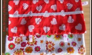 Multipoche rouge à coeurs blanc et à fleurs