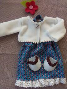 petite tenue d'hiver avec sa veste en polaire et ses chaussons en feutrine