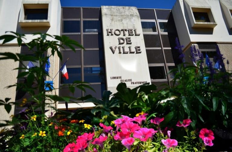 L'Hotel de Ville de Grigny (Rhône) // CC G.MOULINphotographies