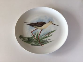 L'échasse blanche : l'attente. Assiette porcelaine peinte à la main. Pièce unique. Création 2019.