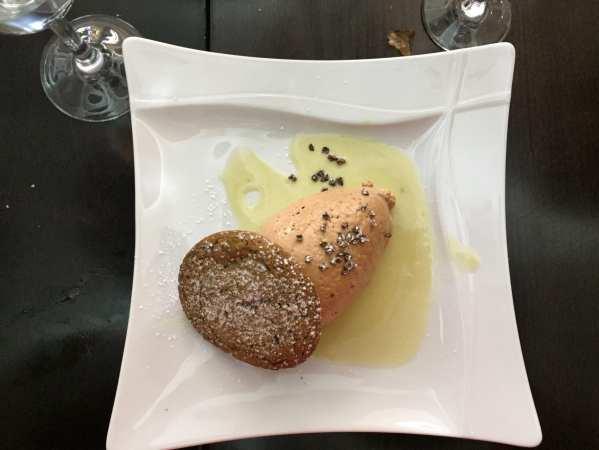 Quenelle de praliné, sablé breton à la pistache