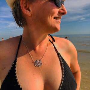 blogueuse influenceuse lyonnaise onecklace les carnets d'une quadra