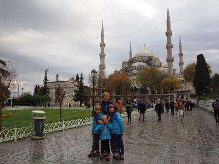 Photo souvenir devant la mosquée Sultanahmet