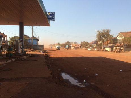 Route en cours de construction : l'enfer de la poussière !