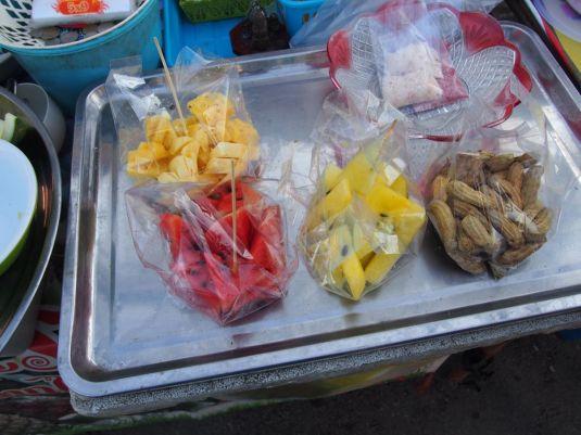 Pastèques jaunes et rouges fraichement coupées