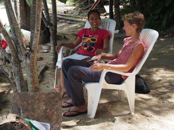 Géraldine s'essaye à la langue Thaï avec Nut